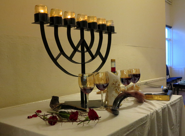 de 4 bekers en menorah